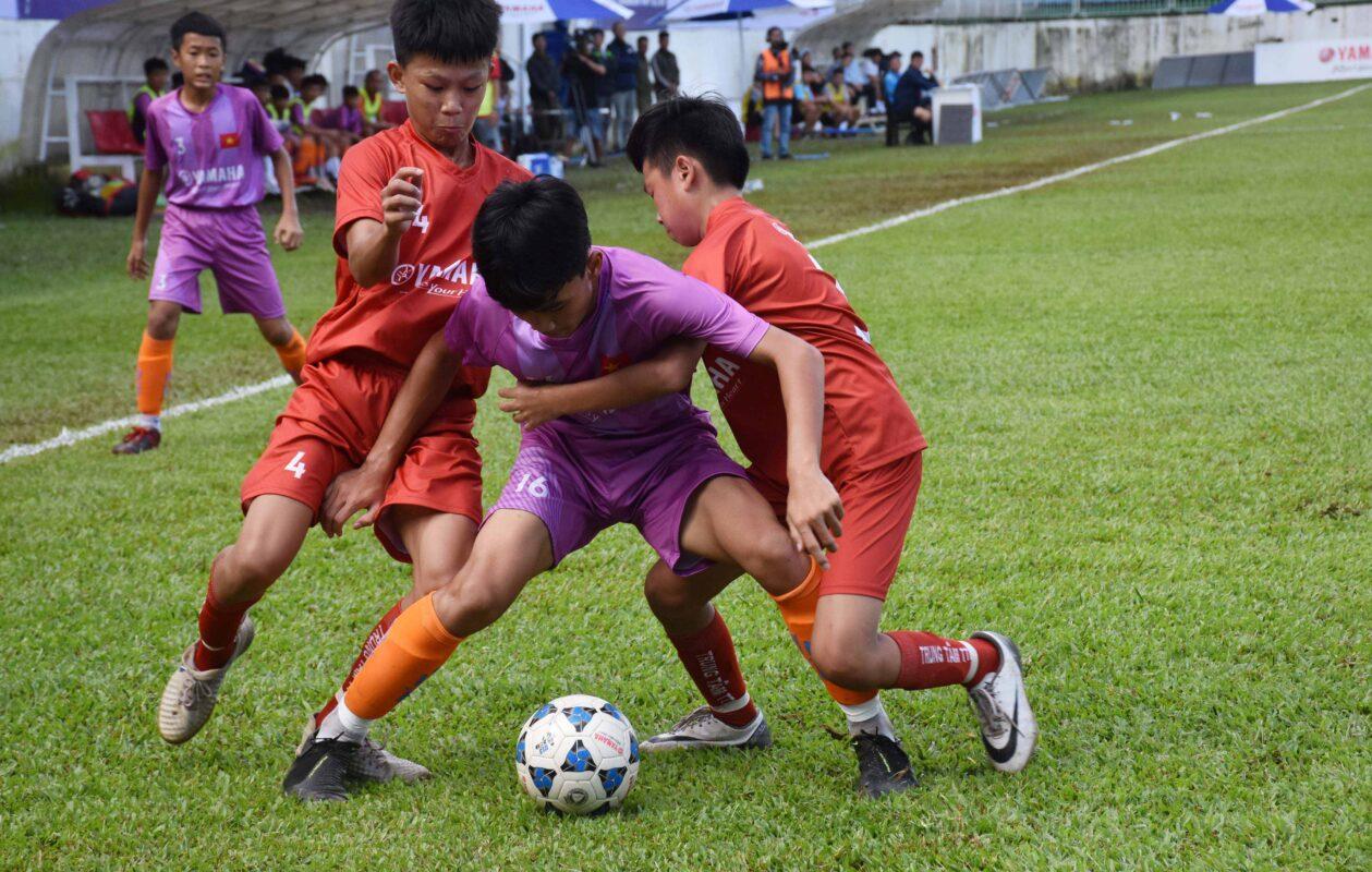 Kỹ thuật chống lại sự tì đè trong bóng đá